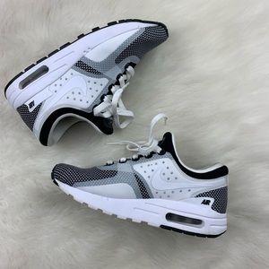 Girls Nike Air Max Zero Essential Running Shoe 5Y